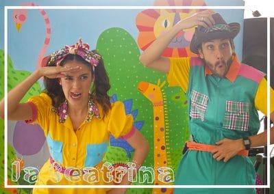 Foto de Poncho y Mila en una recreacion infantil