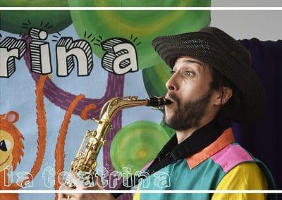 Poncho tocando saxofon