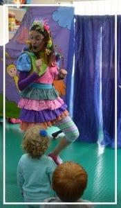 Foto de Mila en una recreacion infantil