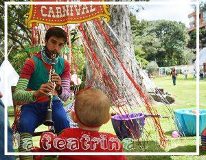 Foto de Poncho y bebe en evento infantil